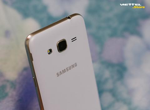 Xài cả ngày không ngại hết pin với Galaxy J3