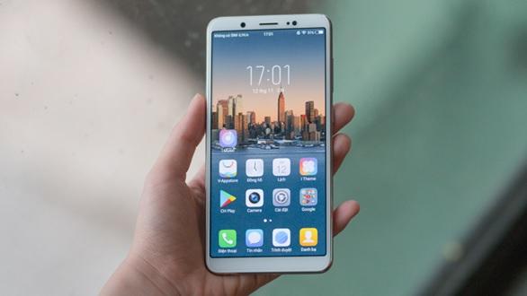 """""""Soi"""" màn hình Vivo V7 – smartphone không viền rẻ bậc nhất hiện nay"""