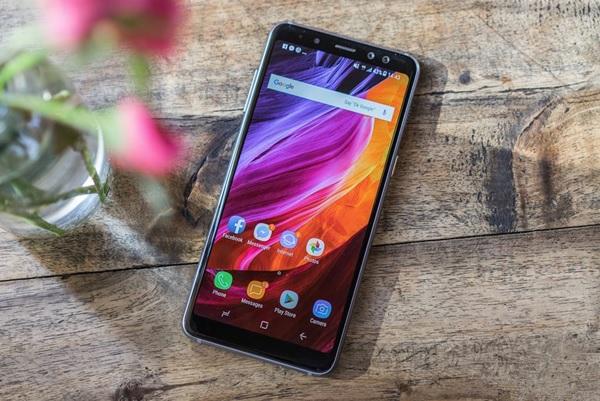 Màn hình Galaxy A8 2018 đẹp mãn nhãn với công nghệ vô cực tràn viền