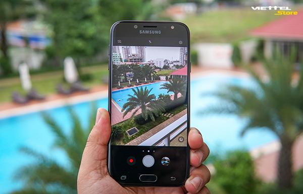 Camera Galaxy J7 Pro: chụp thiếu sáng hoàn hảo với khẩu độ f/1.7