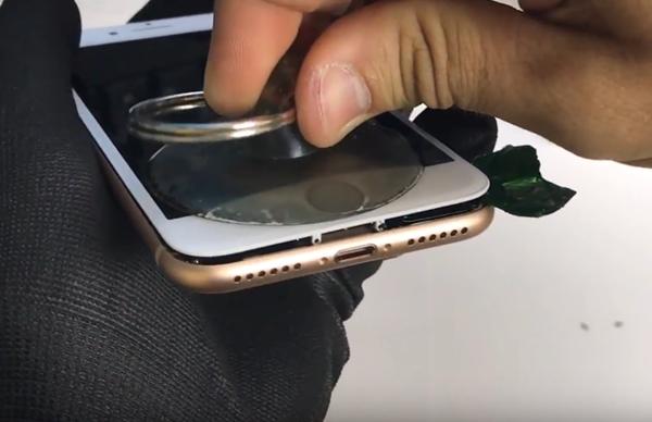 Hướng dẫn thay màn hình iPhone 8 bằng hình ảnh, mất 20 phút để thực hiện