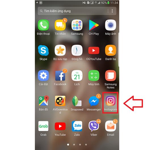 Để đổi tên Instagram trên điện thoại, bạn hãy khởi chạy ứng dụng trên màn hình Ứng dụng