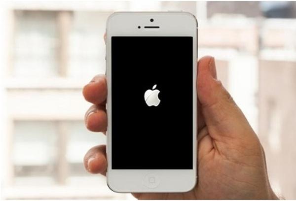Xử lý lỗi điện thoại bị treo logo trên Android và iPhone