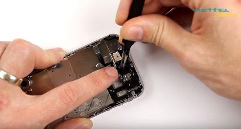 Hướng dẫn bạn đọc tự thay loa trong iPhone 4s tại nhà