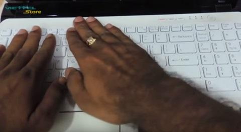 Hướng dẫn chi tiết cách thay bàn phím Laptop Sony Vaio