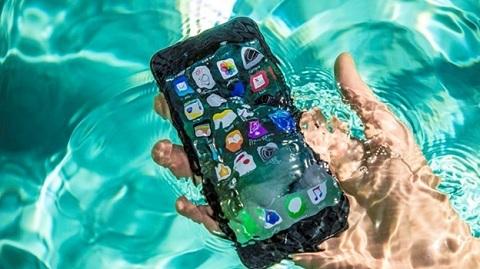 iPhone 7 cũng không kém cạnh khi selfie dưới nước