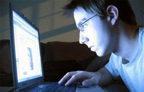 """9 cách bảo vệ mắt trước """"kẻ thù"""" màn hình máy tính, smartphone"""
