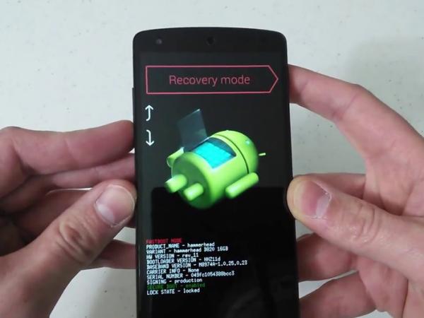 """Thực hiện cách """"Hard Reset"""" điện thoại qua tính năng """"Recovery"""" mặc định của máy."""
