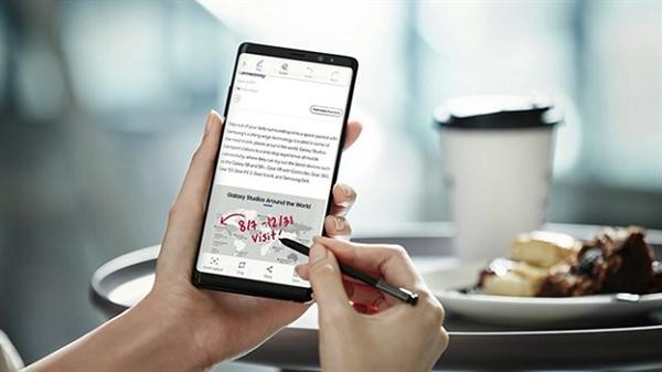 Đang sử dụng iPhone 7 Plus, có nên mua Galaxy Note 8 không?