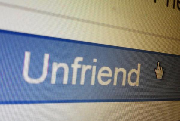 Không cần Unfriend làm gì cho mất tình cảm cả, hãy thực hiện cách chặn bạn bè trên Facebook sau đây