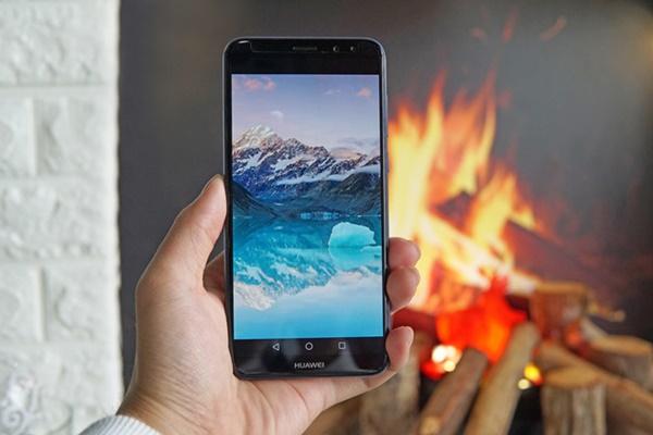 Mở hộp Huawei Nova 2i màu xanh: Màn hình tràn viền tuyệt đẹp