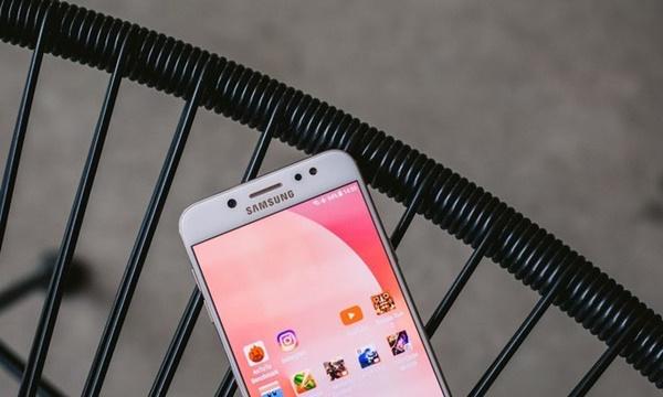Pin của Galaxy J7+: không quá đột phá nhưng hiệu suất sử dụng cao