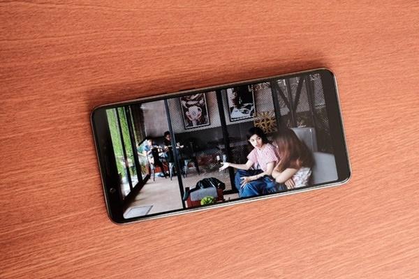 Màn hình Vivo V7+: Fullview, viền màn hình siêu mỏng