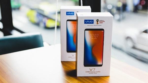 Mở hộp Vivo V7 – chiếc smartphone nhỏ gọn bắt kịp xu hướng màn hình vô cực