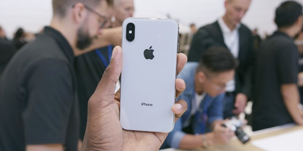 """Những ưu điểm iPhone X sẽ khiến bạn phải """"đứng ngồi không yên"""""""