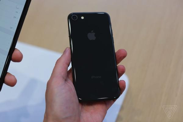 Video trên tay iPhone 8 và iPhone 8 Plus: Cảm nhận hoàn toàn mới