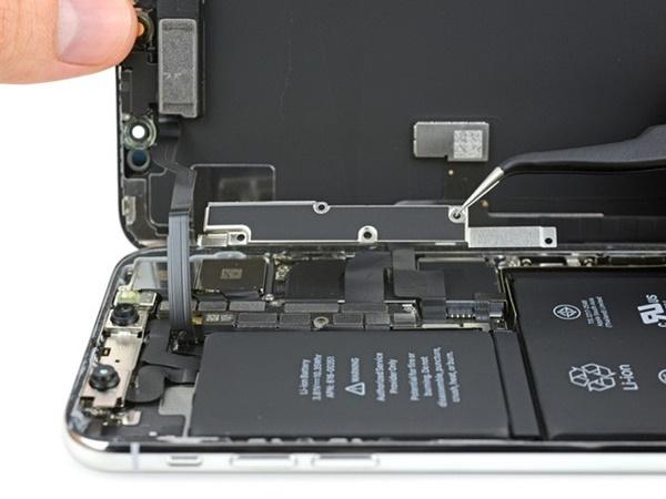Chi tiết bên trong iPhone X: Lần đầu tiên xuất hiện bảng mạch gập đôi và pin kép
