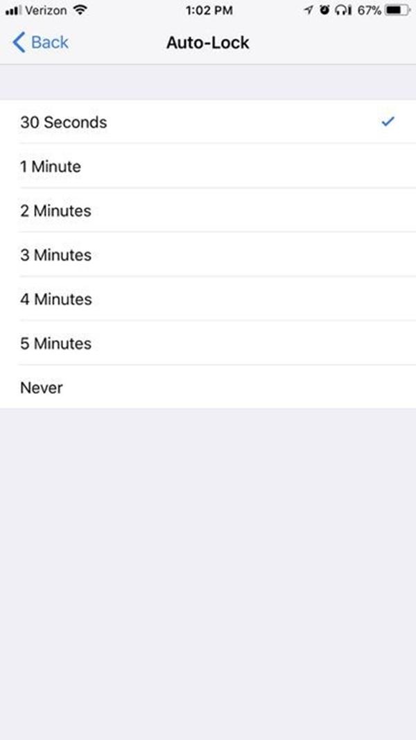 Bạn nên cài đặt tự động khóa xuống 30s để tiết kiệm pin với iOS 11