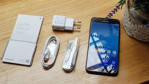 """Mở hộp Galaxy J7+: Camera ấn tượng, giá cực """"thơm"""""""