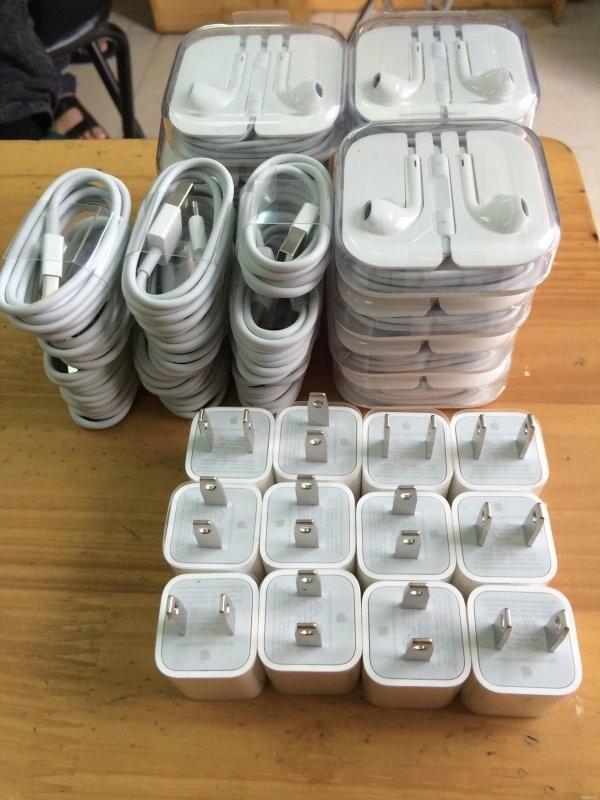 Hướng dẫn cách để phân biệt sạc iPhone xịn và đểu
