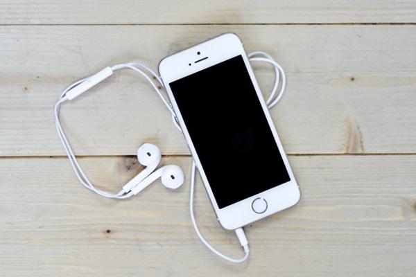 Muốn tắt âm thanh chụp ảnh trên iOS 10, hãy cắm tai nghe vào thiết bị