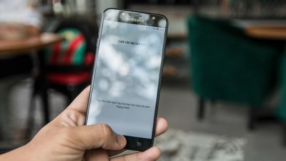 Trên tay Galaxy J7 Plus: chiếc điện thoại tầm trung có camera kép