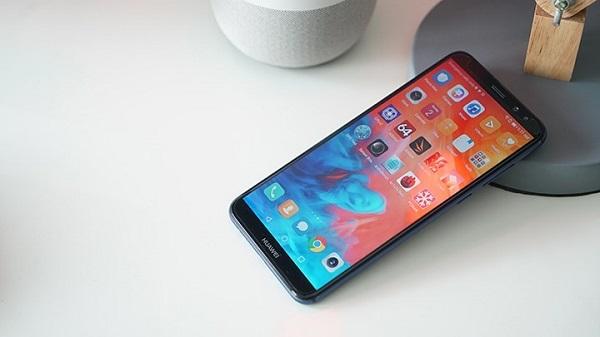 Màn hình FullView đẹp không kém gì flagship của Huawei Nova 2i