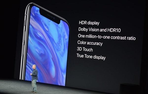 iPhone X là thế hệ iPhone đầu tiên được trang bị công nghệ màn hình OLED