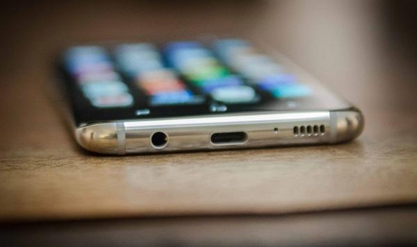 Galaxy S9 vẫn sẽ được trang bị jack tai nghe 3,5mm và đây là một lợi thế rất lớn