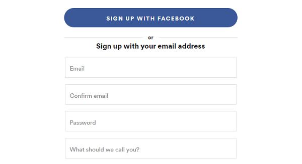 """Chỉ cần nhấn vào lựa chọn """"Sign up with Facebook"""" để đăng nhập"""