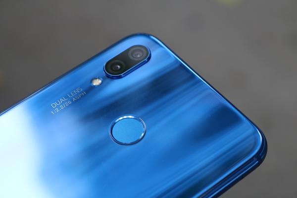 Đánh giá Huawei Nova 3e: Nhỏ gọn, rất giống iPhone X, khác biệt nằm ở bên trong
