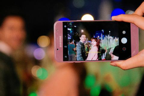 Trải nghiệm camera selfie Galaxy J7 Pro màu hồng