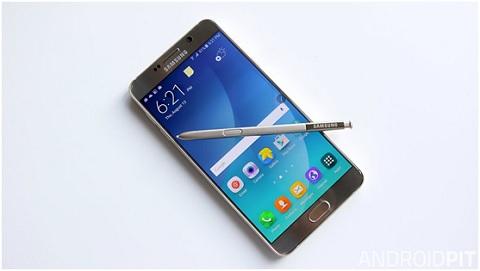 """Điểm danh 7 chiếc smartphone Android có """"tuổi thọ"""" pin tốt nhất"""