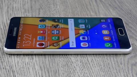 Thiết kế tinh tế trên từng đường nét và khá giống với Galaxy S6 là điểm dễ  nhận thấy trên Galaxy A7 2016