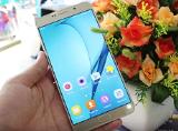 Cận cảnh Samsung Galaxy A9 Pro tại Viettel Store